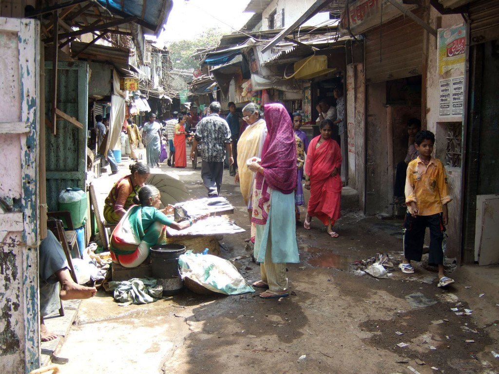דלות בשכונת דראווי, מומבאי. צילום: Kounosu