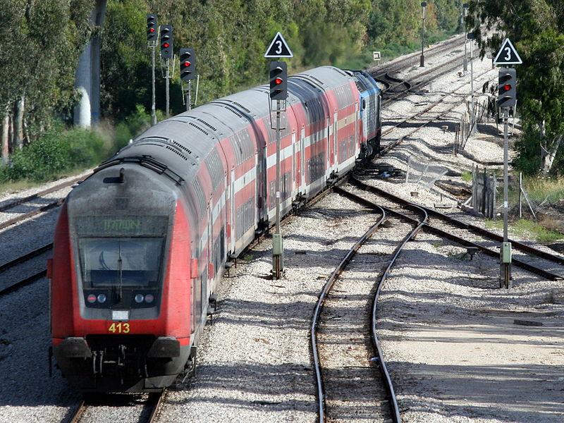 800px-Israel_Railways_train_277_Benyamina-Ashqelon14-05-12