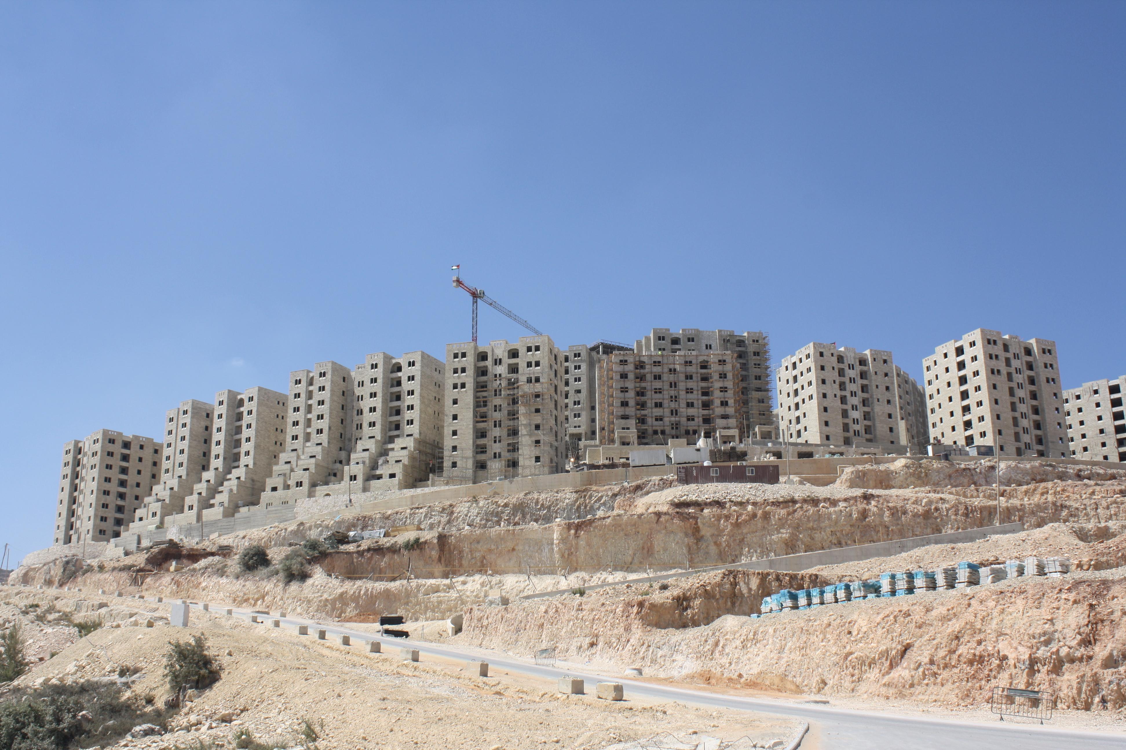 הגרסה הפלסטינית למודיעין. שכונות בבנייה בעיר רוואבי. צילום: מיכאל יעקובסון