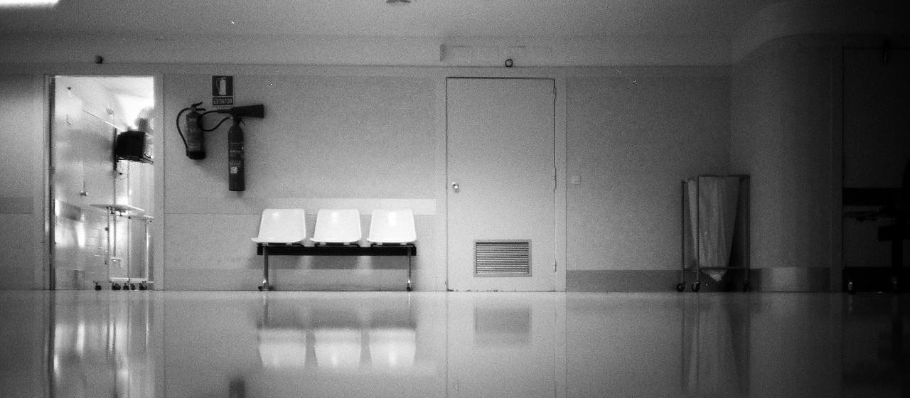 מי שנכנס אל בית החולים מקבל על עצמו בין רגע מערכת חוקים ותנועה שונה. צילום: PoL Úbeda Hervàs אתר flickr