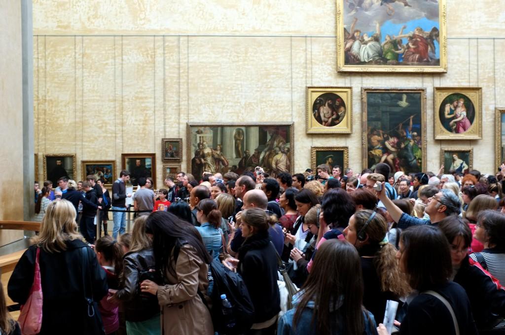 קהל מתגודד מול המונה ליזה, מוזיאון הלובר, פריז (צילום:)