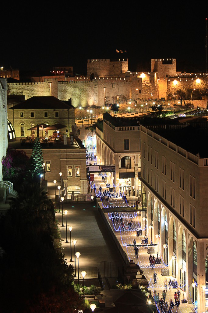 Old_city_walls_and_mamilla_ave._at_night_-_as_seen_from_'Rooftop'_restauran_-_Jerusalem,_Israel