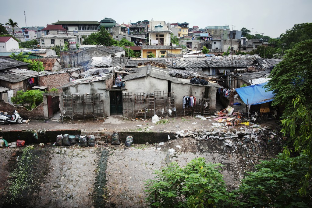 n urban slum in Hanoi, Viet Nam.  (צילום: UN Photo/Kibae Park )