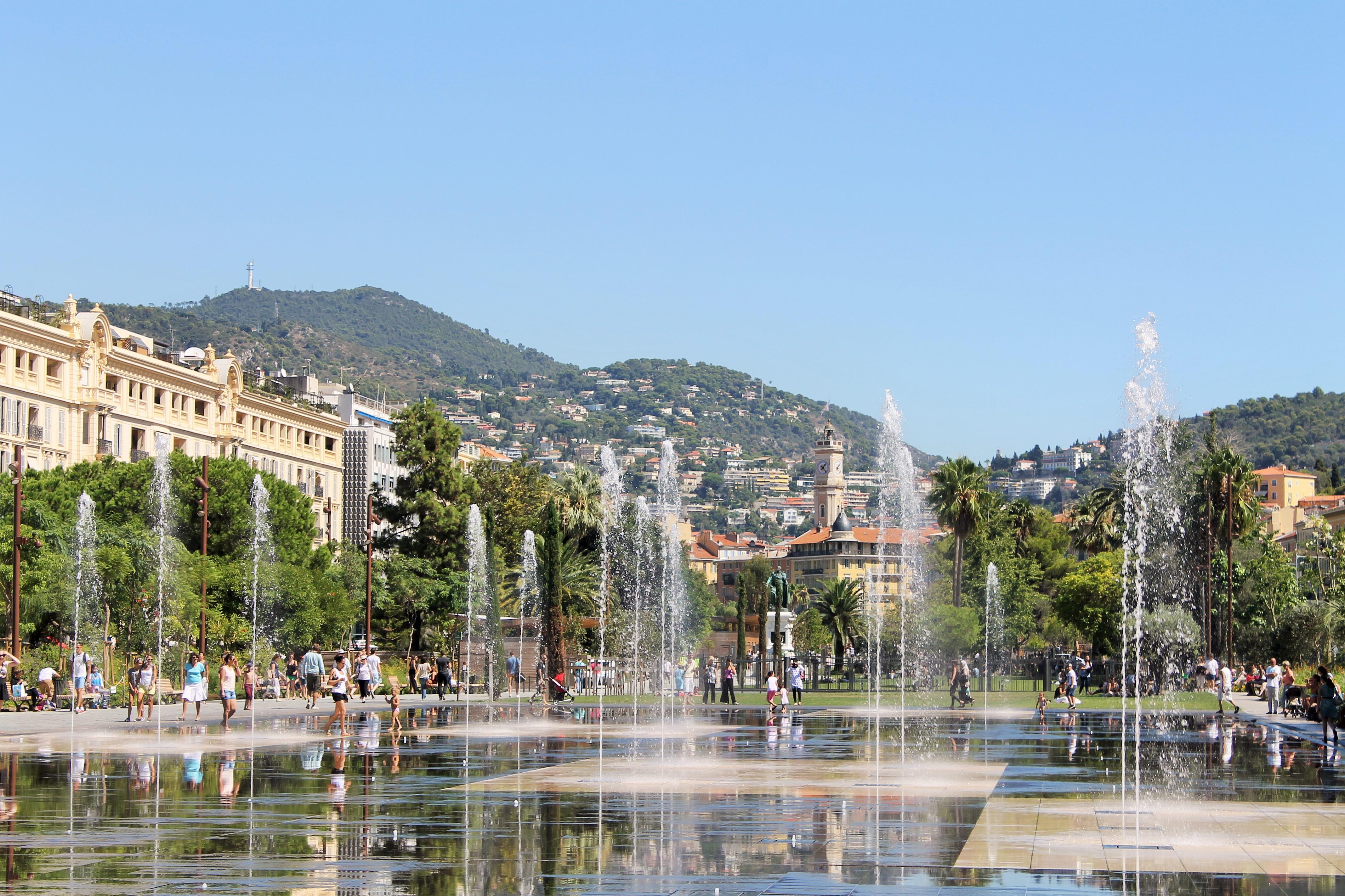 פארק חדש ומרשים, אך חם ומהביל (צילום: SarahVstk, Wikimedia Commons)