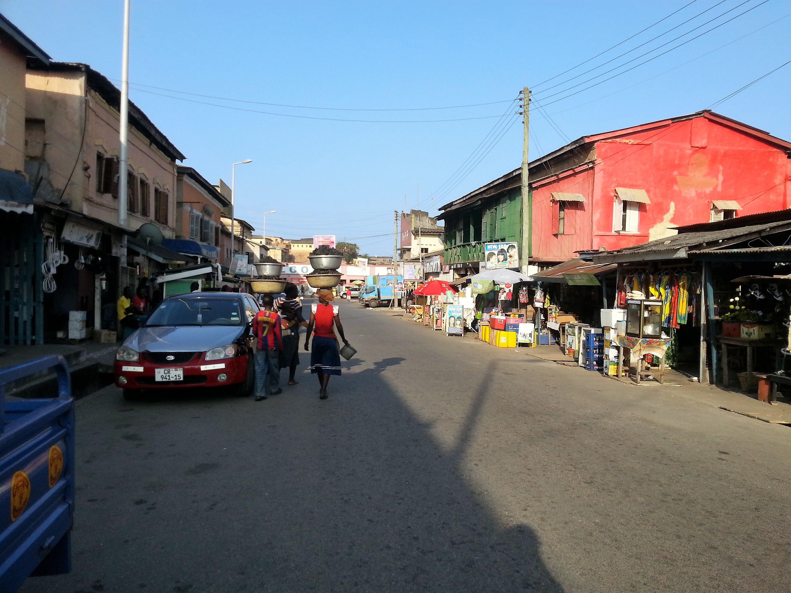 """""""כל בן אדם כאן הוא סוחר פרטי"""". גאנה, אפריקה (צילום: מורן פרארו)"""