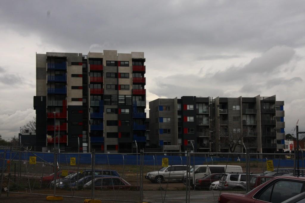 המתחם המעורב מקרוב במהלך הבניה (צילום: איריס לוין)