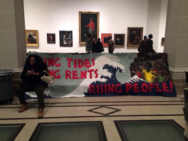 מחאה נגד תהליכי ג'נטריפיקציה דורסניים. מוזיאון ברוקלין (צילום: ארז צפדיה)
