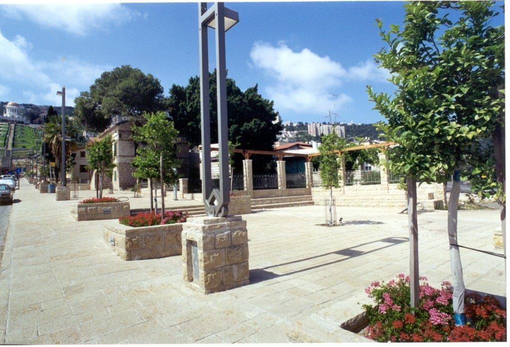יש דיאלוג ויזואלי בין העיר לנוף הסובב אותה, המושבה הגרמנית בחיפה (צילום: גרינשטיין הר גיל)
