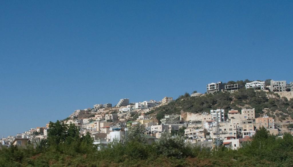 ביישובים הערבים יש העדר של מרחב עירוני והעדר של מרחב כפרי, זה מייצר מרחב מעוות שאיבד את צביונו הכפרי אך הוא גם חסר מאפיינים עירוניים. היישוב פוריידיס (צילום:Eliya Selhub, Flicker.com)