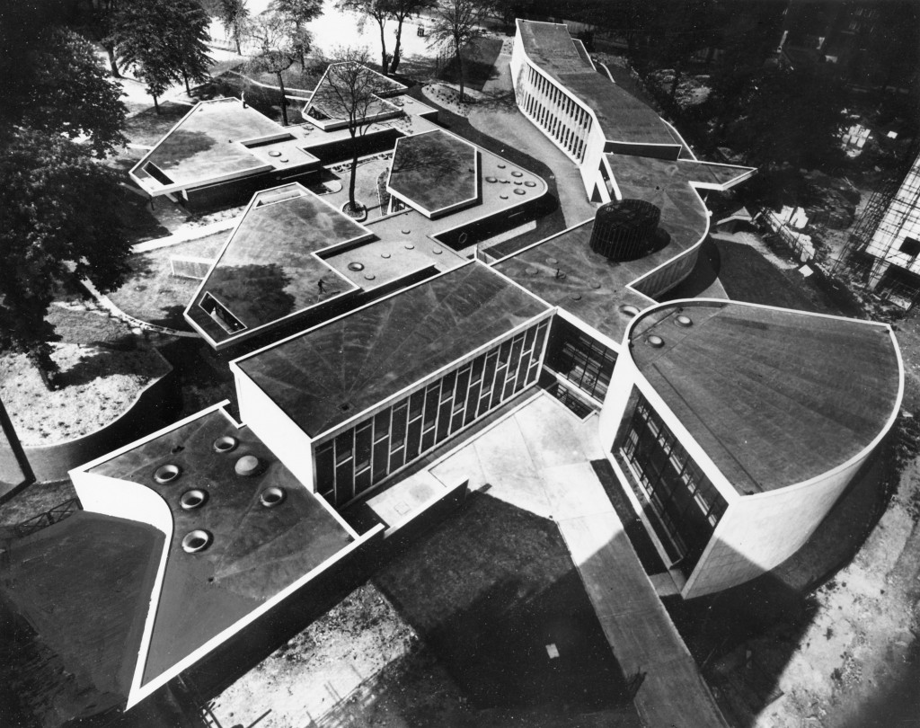 Drake and Lasdun, Hallfield Primary School, London 1952
