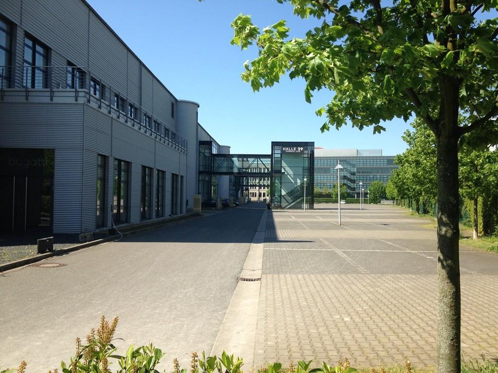 מפעל סמוך (צילום: טלי חתוקה)
