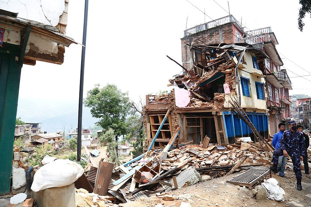 Collapsed_buildings_in_earthquake-hit_Chautara,_Nepal_(16693413433)_(2)