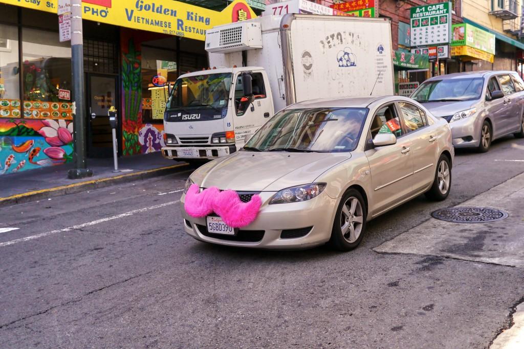 lyft בסן פ]רנסיסקו שם היא נוסדה ושינתה את חוקי המחשק, בישראל לא ראנו את הכניסה של lyft או של Uber בשל חסמים רגולטורים (צילום: Kārlis Dambrāns Flickr)