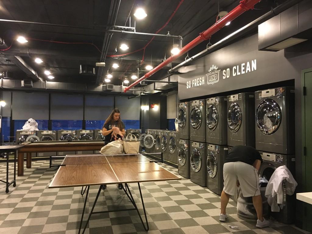 שיתוף בשירותי דיור- מה הטעם בבעלות אישית על מכונת כביסה, הצרך הוא בשירותי כביסה ולא במכונת כביסה. מתוך התצוגה של WELIVE (צילום:kennejima, Flickr.com)