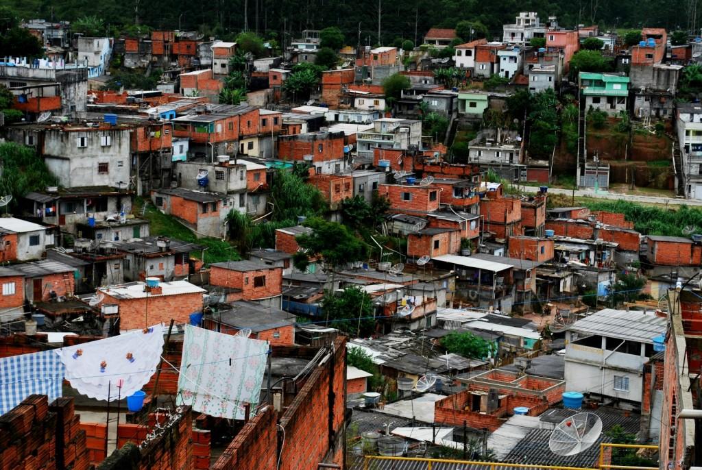 פבלה 'קוולהו בראנקו' בסאו-פאולו, ברזיל. התצלום נלקח במשך פרוייקט התחדשות עירונית, פרי שיתוף הפעולה בין אוניברסיטת גרנדה, ספרד, ובית ספר לאדריכלות בסאו-פאולו. באדיבות מאורו בריאנצה (מתוך התערוכה).