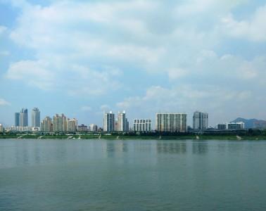 מבני מגורים על הגדה הצפונית של נהר האן בשכונת ג'יאנג (JAYANG-DONG)
