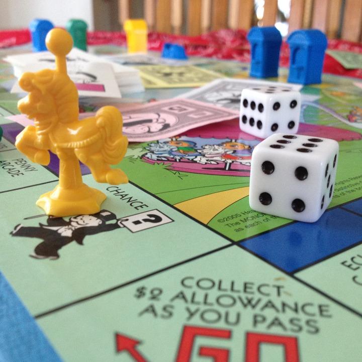"""משחק המונופול שמדמה את שוק הנדל"""", הומצא במשבר הכלכלי הגדול בארצות הברית, אם אנשים לא יכולים לרכוש דירות במציאות שלפחות ידמו רכישה והתעשרות"""