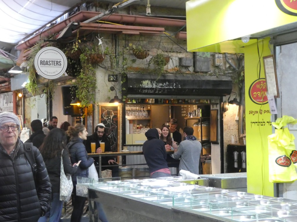 שווקים הפכו כלי עבור עיריות למשיכת תיירים, המיאוס מקניונים והחיפוש אחר האותנטי הפכו אותם למרחבים שעוברים ג'נטריפיקציה (צילום: המעבדה לעיצוב עירוני)