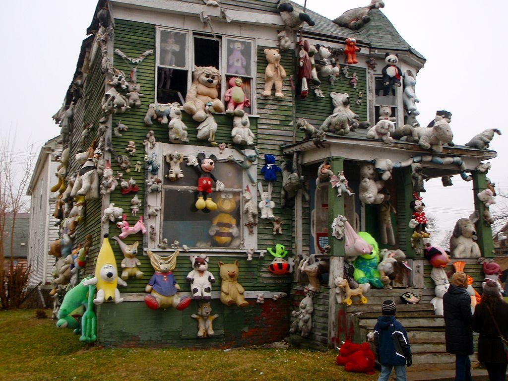 Detroit_Stuffed_Animal_House Fen Labalme