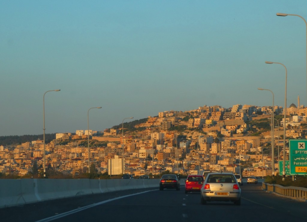 """""""קשה להתעלם מהחפיפה בין מצבן המרחבי, הכלכלי והחברתי של ערים המשויכות למגזר החרדי והערבי ובין תמונת המצב העולה מרמת השקיפות בהן"""". פרדייס (צילום: המעבדה לעיצוב עירוני)"""