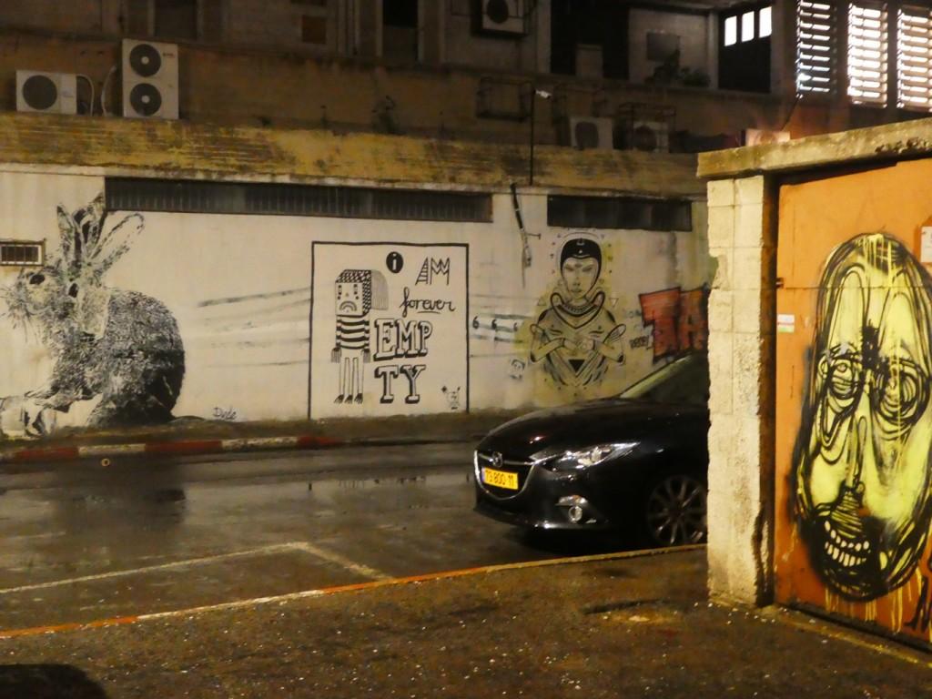בשנים האחרונות התמלאו החללים בקרית המלאכה באמנים, מוזיקאים ואמנות רחוב (צילום: המעבדה לעיצוב עירוני)