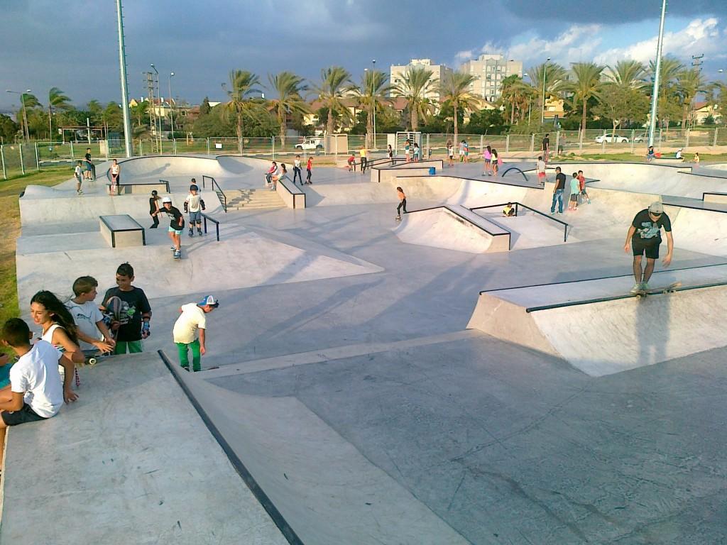 בכלכלה הניאו-ליברלית, פארקים משרתים שאיפות כלכליות ומיתוגיות רבות אחרות. פארק הסקייטרים בבאר שבע (צילום:BAswim, Wikimedia)