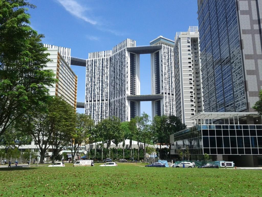 פרויקט: The Pinnacle@Duxton הוא פרויקט הדיור הציבורי הגבוה ביותר בסינגפור המונה 50 קומות. הפרויקט זכה בפרסים רבים, הוא ייחודי בכך שיש בו 35 טיפולוגיות שונות של דירות (צילום: Malcolm Tredinnick Flickr)