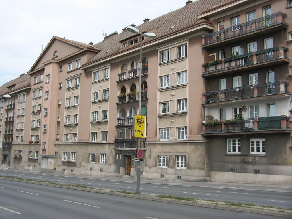 Viktor_Adler_Hof (צילום: Buchhändler, Wikimedia)