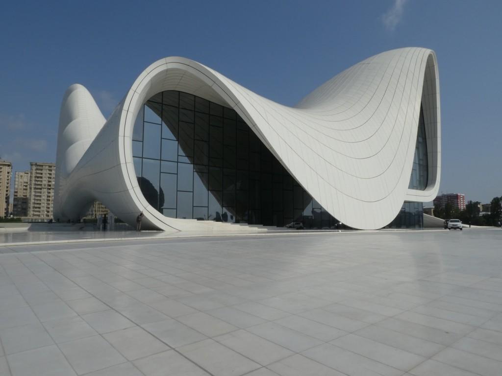 מוזיאון היידר אלייב בתכנונה של זאהה חדיד בבאקו שבאזרבייג׳ן