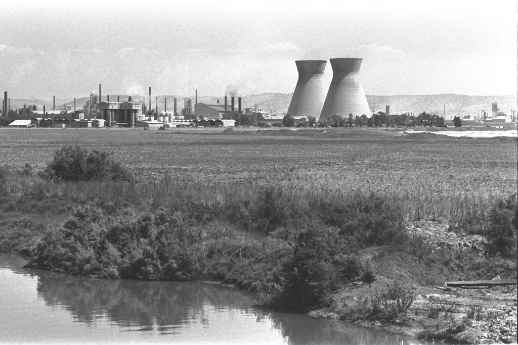 בין השנים 1985-1993 הופאטו חברות ביניהן בתי הזקוק בחיפה (צילום: Moshe Milner, ארכיון התצלומים הלאומי)