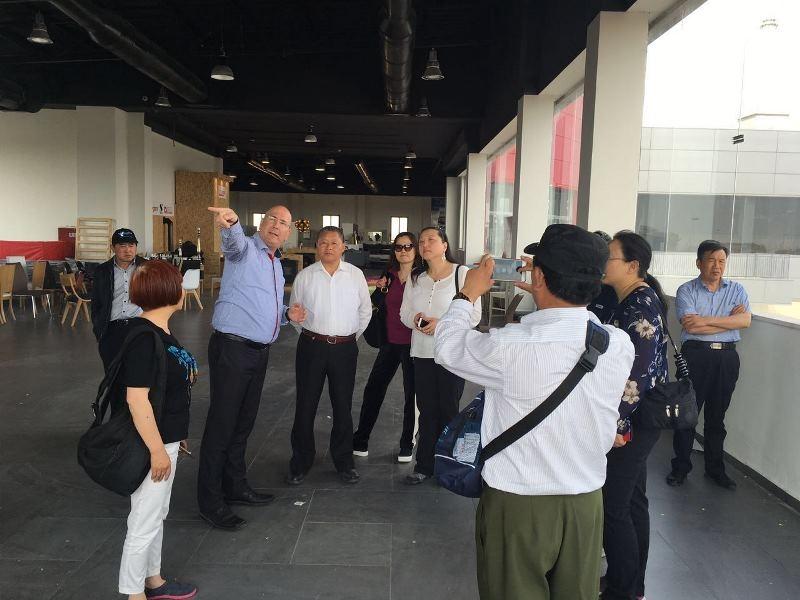 יוסי אנגלר שר ומשלחת מסין, פועל מתוך חזון ואמונה שאזורי תעשייה צריכים להתשנות ולהציע יותר ממה שהתרגלנו עד היום (צילום באדיבות אתר נ.ע.מ פארק תעשיות)