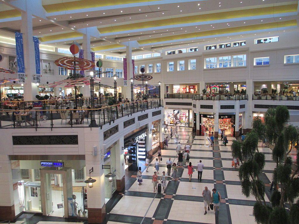 רבע מהקניונים בארצות הברית בסכנת סגירה ב-5 השנים הקרובות וגם בישראל יש ירידה משמעותית במכירות. קניון ארקדיה (צילום: אבישי טייכר, וויקימדיה)