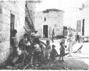 אליעזר קרפול (מזוקן) מכפר גלעדי בקרית יוסף 1950 (באדיבות אמיר גולדשטיין)