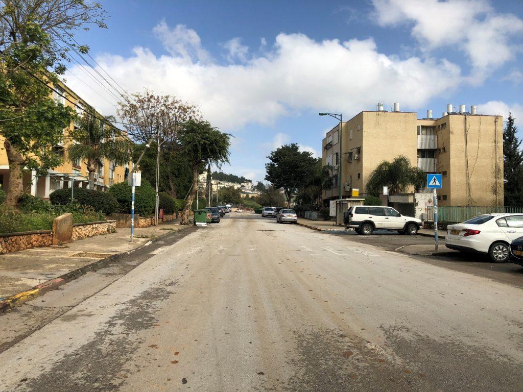 רחוב מגורים בחלק המערבי של העיר (צילום: טלי חתוקה)