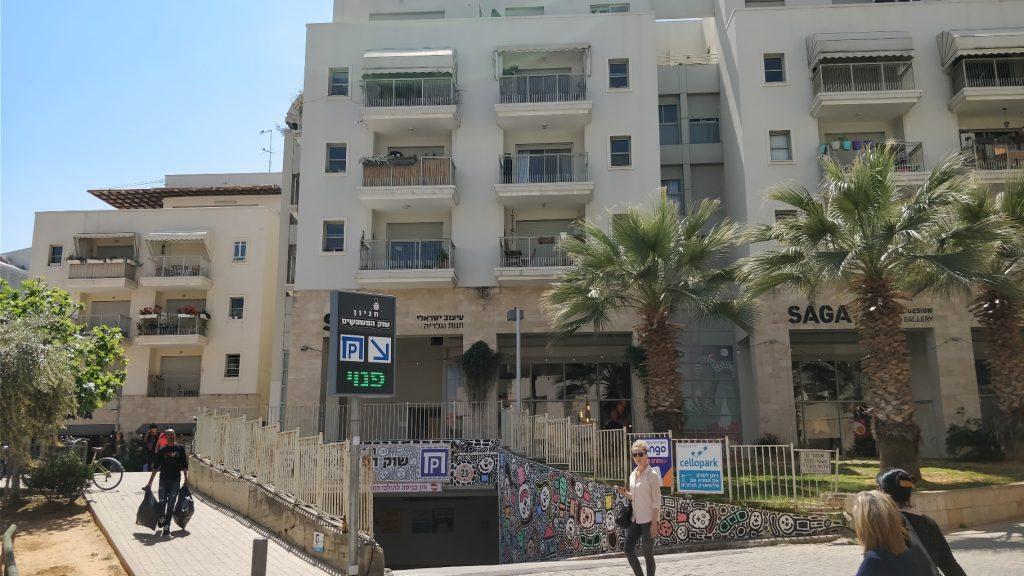 הכניסה למתחם הרובע ביפו, קהילה עירונית מגודרת (צילום: המעבדה לעיצוב עירוני)