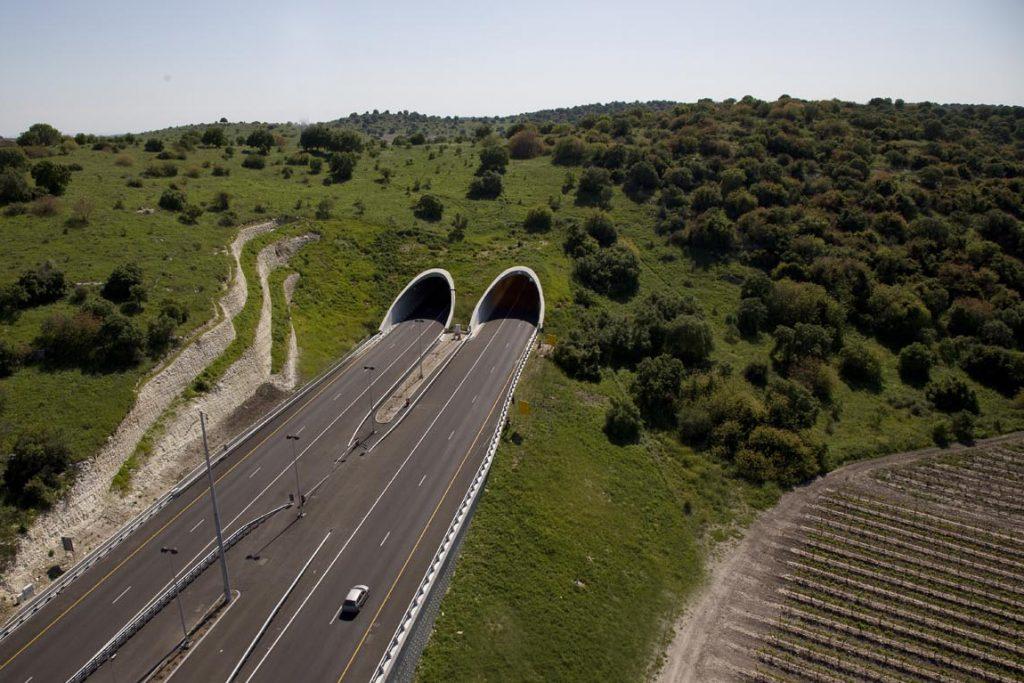 כביש 6 כדוגמא לשותפות ציבורית פרטית, (צילום: צופית תור, וויקימדיה)