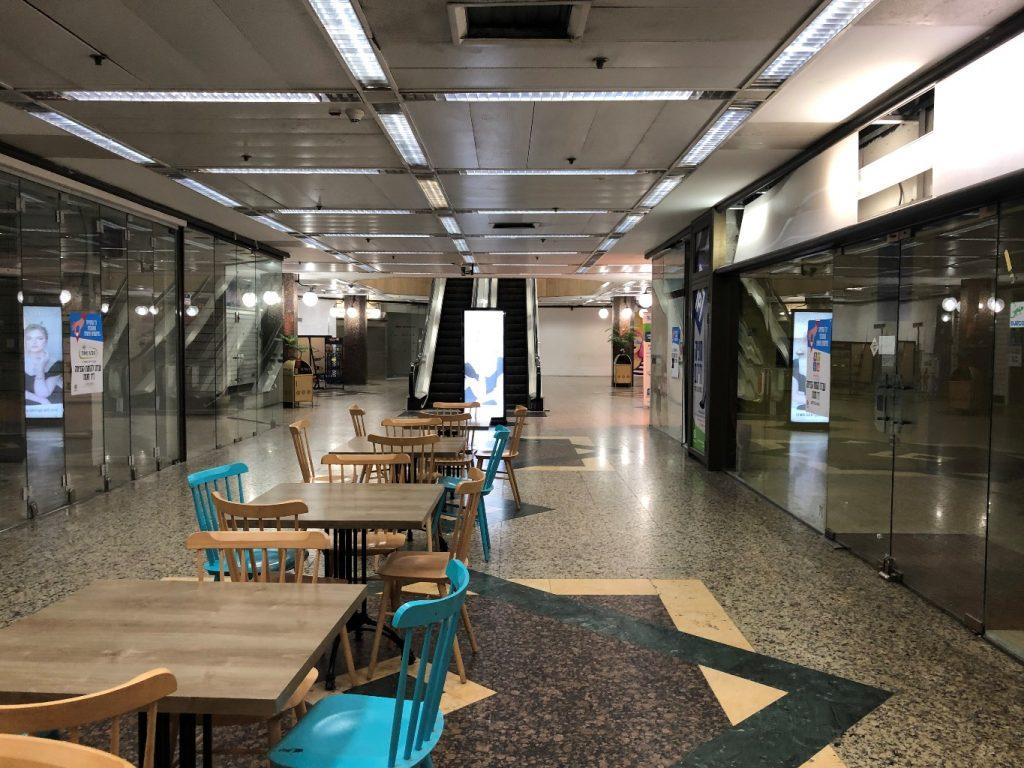 החנויות ריקות, הקומה תוסב למשרדים, עם הירידה במסחר הקימעונאי יהיה צורך להשמיש מחדש את החללים המסחריים בעיר (צילום: טלי חתוקה)