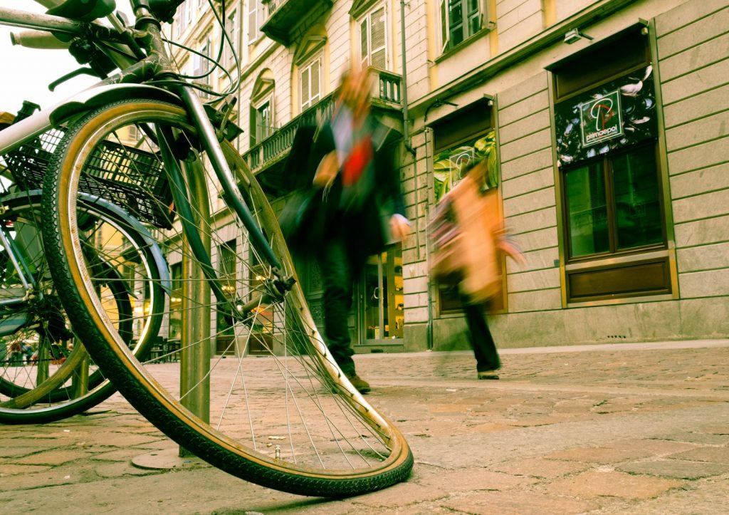 יצירת רצף של רחובות ומרחבים ציבוריים מקושרים, המעודדים הליכה רגלית יאטו את הזחילה האורבנית על חשבון השטחים הפתוחים ויחסכו בזבוז משאבים (צילום: יובל הידש, טורינו)