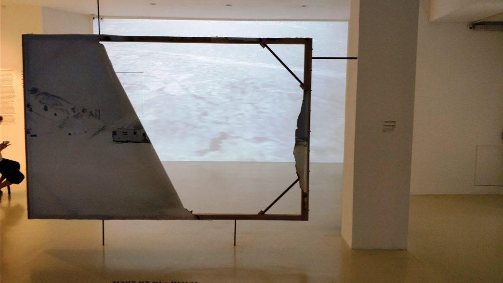 מתוך התערוכה 'גוטלנד-שלוש פעמים' (צילום: הדס צור)