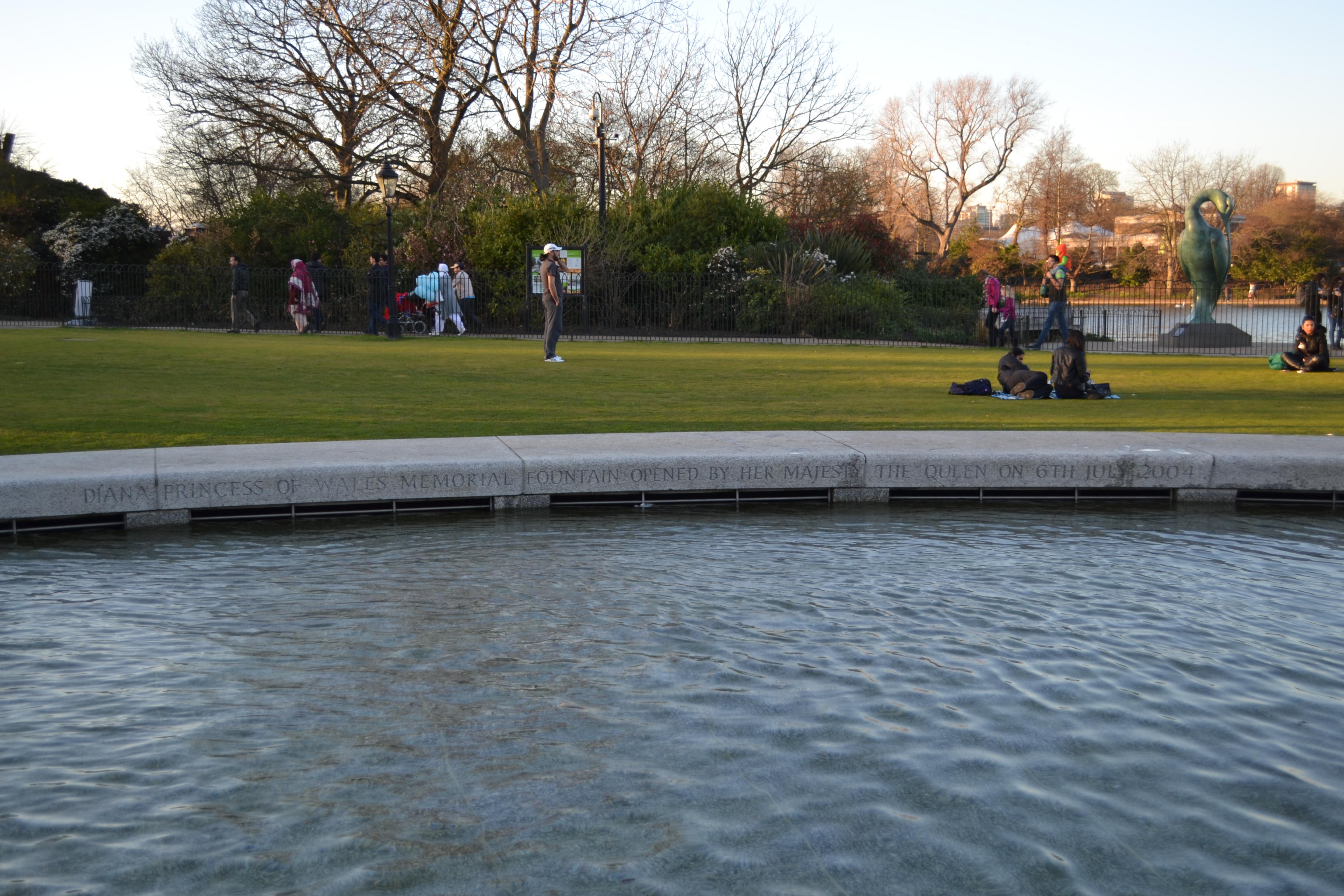 ההתרחשויות ולא האנדרטה העצמה הן המסר. אנדרטת הזיכרון לנסיכה דיאנה בהייד פארק, לונדון (צילום: כרמל חנני)