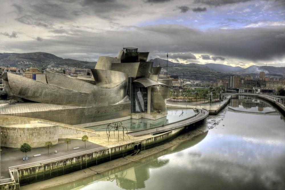 מוזיאון גוגנהיים בעיר בילבאו, ספרד, בתכנון פרנק גרי