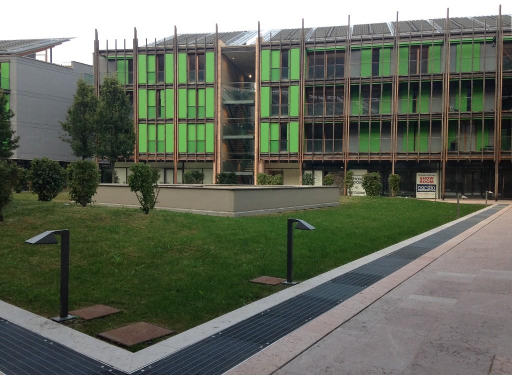 היעדר דרישה והבניינים עומדים ריקים (צילום: טלי חתוקה)