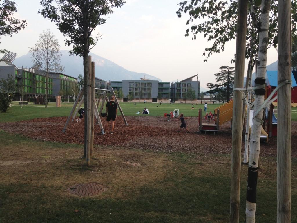 פארק המשחקים השכונתי (צילום: טלי חתוקה)