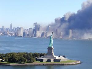 מלחמה בחירות או מלחמה בשם החירות? מתקפת הטרור על מרכז הסחר העולמי בניו יורק ב-11 בספטמבר 2001 (צילום: 9/11 Photos, אתר flickr)
