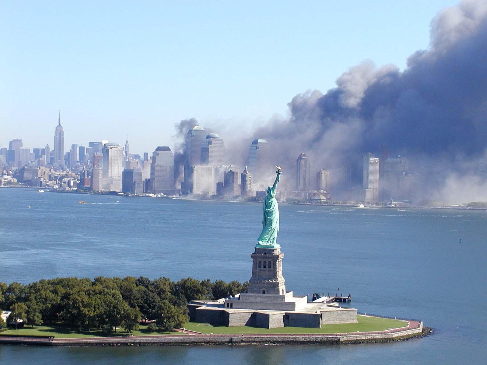 מלחמה בחירות, או מלחמה בשם החירות: מתקפת הטרור על מרכז הסחר העולמי בניו יורק ב-11 בספטמבר 2001 (צילום: 9/11 Photos, אתר flickr)