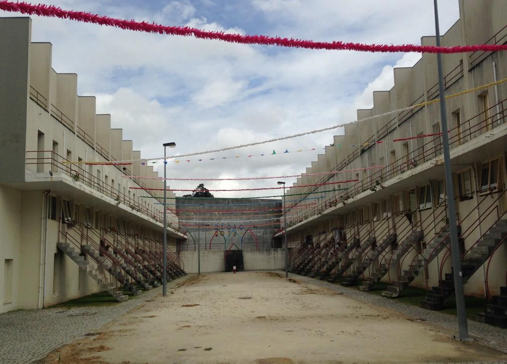 הדירות שהתקבלו תוכננו באופן זר לדימוי או למודל של מעמד הפועלים. פרויקט Bouça של אלוורו סיזה (צילום: יואב מאירי)