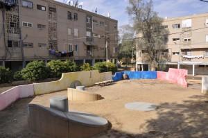 גינות המשחק ברובע אבישור, בערד, בתכנונו של בי דקל (צילום: המעבדה לעיצוב עירוני)