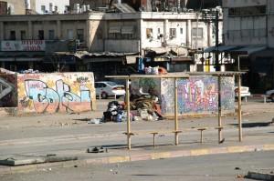 התחנה המרכזית הישנה, רובע של החלונות האדומים של העיר, צילום: אודי שטיינוול. מתוך אתר פיקיוויקי