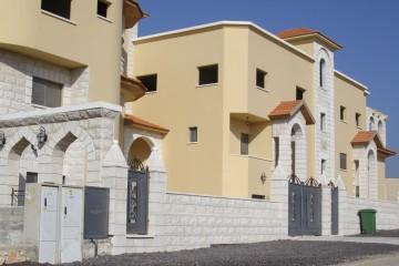 בתים המסמלים זהות אתנית פלסטינית בשכונה גבעת פרדיס (צילום: איריס לוין)