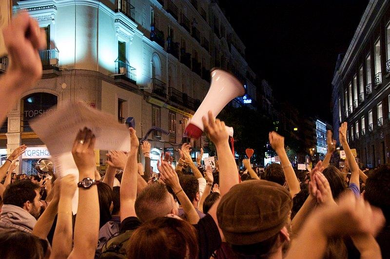 גל מחאה עולמי. מפגינים בפוארטה דל סול, מדריד, ספרד 2011 (צילום: Osvaldo Gago, flickr)